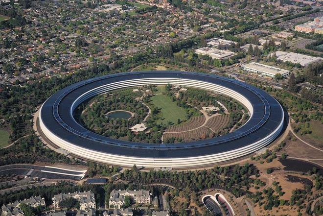 Steve Jobs la chat keo gan ket nha thiet ke Jony Ive voi Apple hinh anh 20