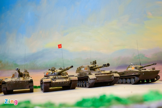 Bo suu tap mo hinh quan su khien dan choi them muon hinh anh 4 Các loại tăng, pháo chủ lực trong đội hình hùng mạnh của Lục quân Việt Nam có mặt và dàn trận đầy đủ trên căn gác nhỏ tại Hà Nội của một người đàn ông đam mê quân sự.