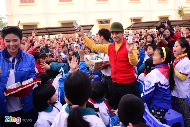 Ngoc Han, Xuan Bac tang sua cho tre khuyet tat hinh anh 3