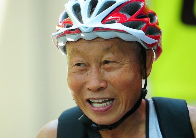 Lao tuong gan 80 tuoi tham du Ironman 70.3 tai Viet Nam hinh anh
