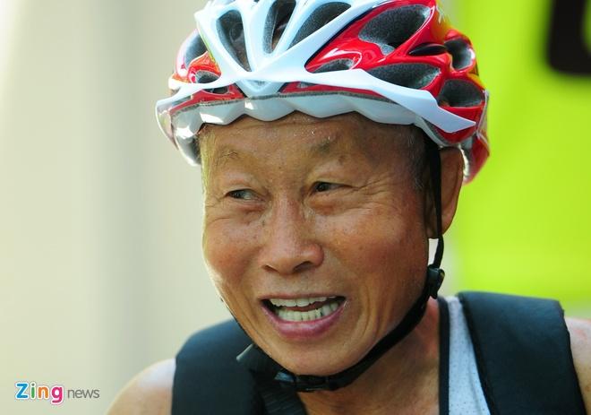 Lao tuong gan 80 tuoi tham du Ironman 70.3 tai Viet Nam hinh anh 5