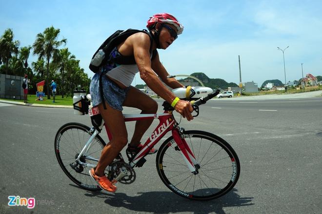 Lao tuong gan 80 tuoi tham du Ironman 70.3 tai Viet Nam hinh anh 7