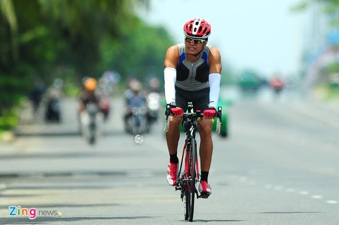 Lao tuong gan 80 tuoi tham du Ironman 70.3 tai Viet Nam hinh anh 10