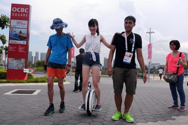 Gioi tre Singapore hao hung don SEA Games 28 hinh anh