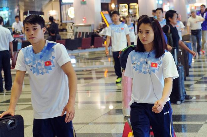 Doan The thao VN do bo Singapore, san sang cho SEA Games 28 hinh anh