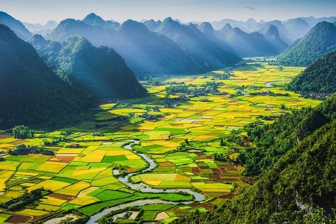 Trang web tư vấn du lịch whenonearth đã từng ca ngợi cánh đồng lúa thung lũng Bắc Sơn ở Lạng Sơn, Việt Nam giống như một thiên đường màu xanh tuyệt đẹp hiếm có trên trái đất. Ảnh: Hoàng Hải Thịnh.