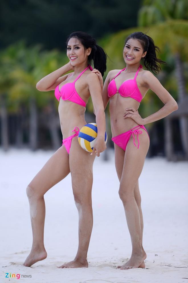 Thi sinh Hoa hau HVVN mac bikini choi bong chuyen hinh anh 14