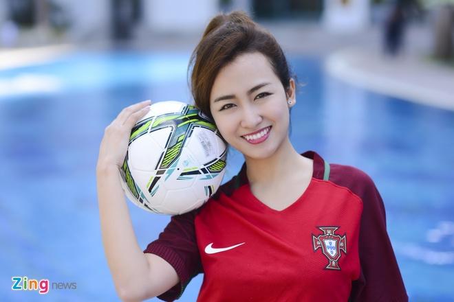 DJ Trang Moon mong Ronaldo 'no sung' giai toa con khat hinh anh