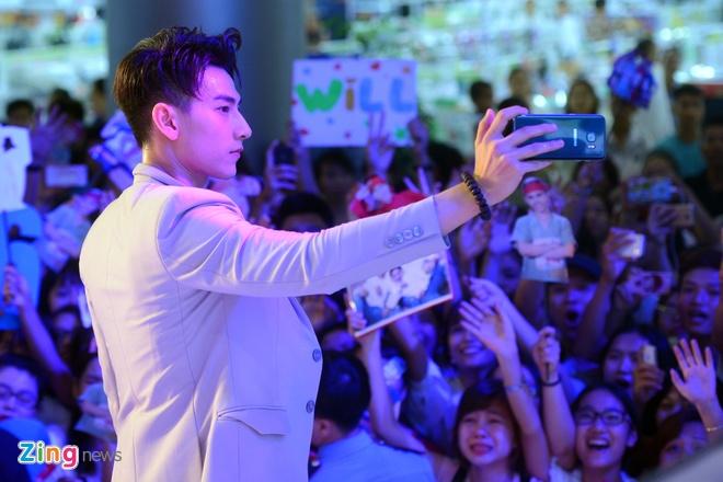 Fan vay kin nhom 365 trong buoi dien cuoi cung tai Ha Noi hinh anh 10