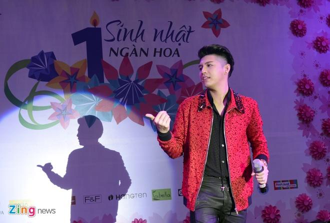 Fan chen lan den nghet tho de nhin Noo Phuoc Thinh hinh anh 8