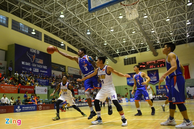 HN Buffloes the play off tren san nha anh 6