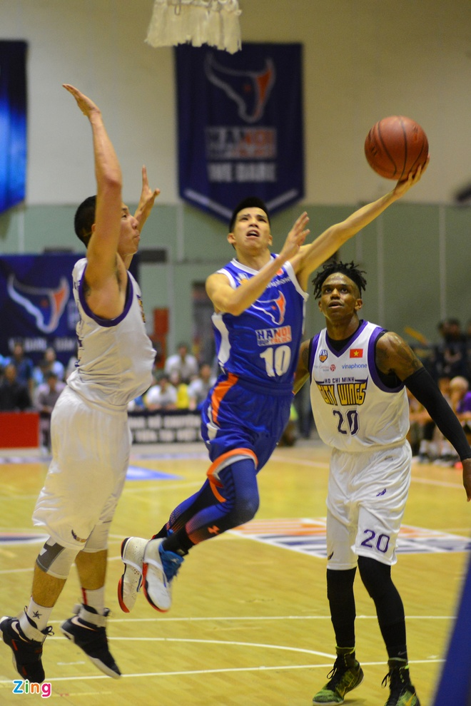 HN Buffloes the play off tren san nha anh 14