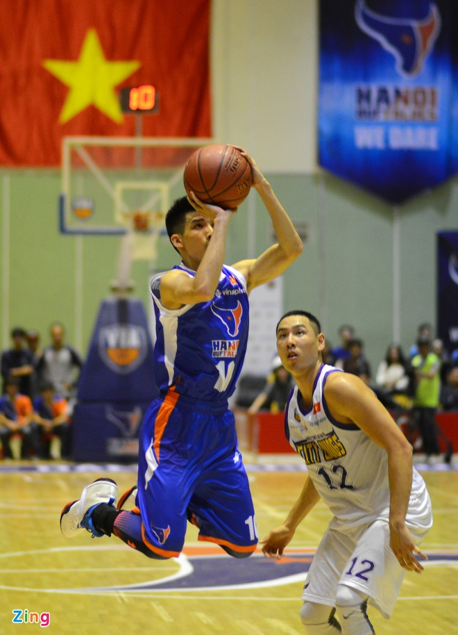 HN Buffloes the play off tren san nha anh 12