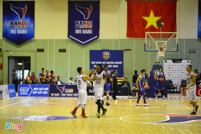 HN Buffloes the play off tren san nha anh 13