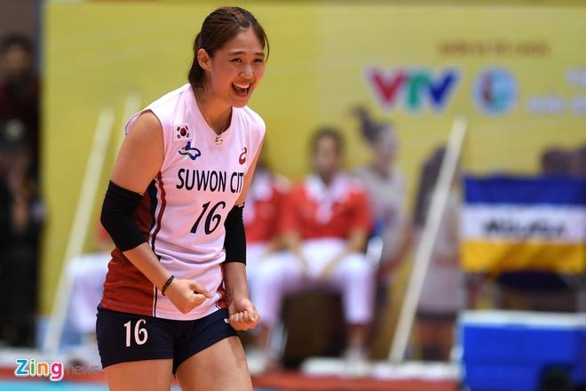 Chan dai bong chuyen Han Quoc xinh dep tai VTV Cup hinh anh 8