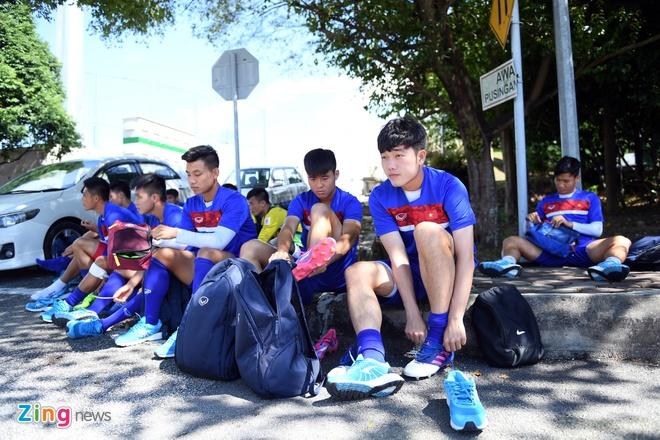 Huu Thang va hoc tro gap kho lien tiep truoc SEA Games 29 hinh anh 7