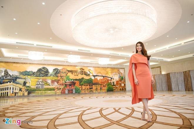Hoa hau Pham Huong quay clip quang ba du lich Da Nang chieu dip APEC hinh anh 3