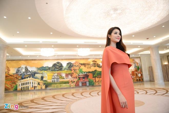 Hoa hau Pham Huong quay clip quang ba du lich Da Nang chieu dip APEC hinh anh 4