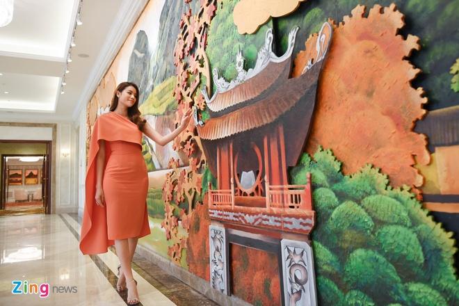 Hoa hau Pham Huong quay clip quang ba du lich Da Nang chieu dip APEC hinh anh 5
