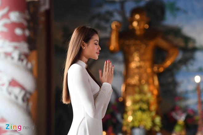 Hoa hau Pham Huong quay clip quang ba du lich Da Nang chieu dip APEC hinh anh 2