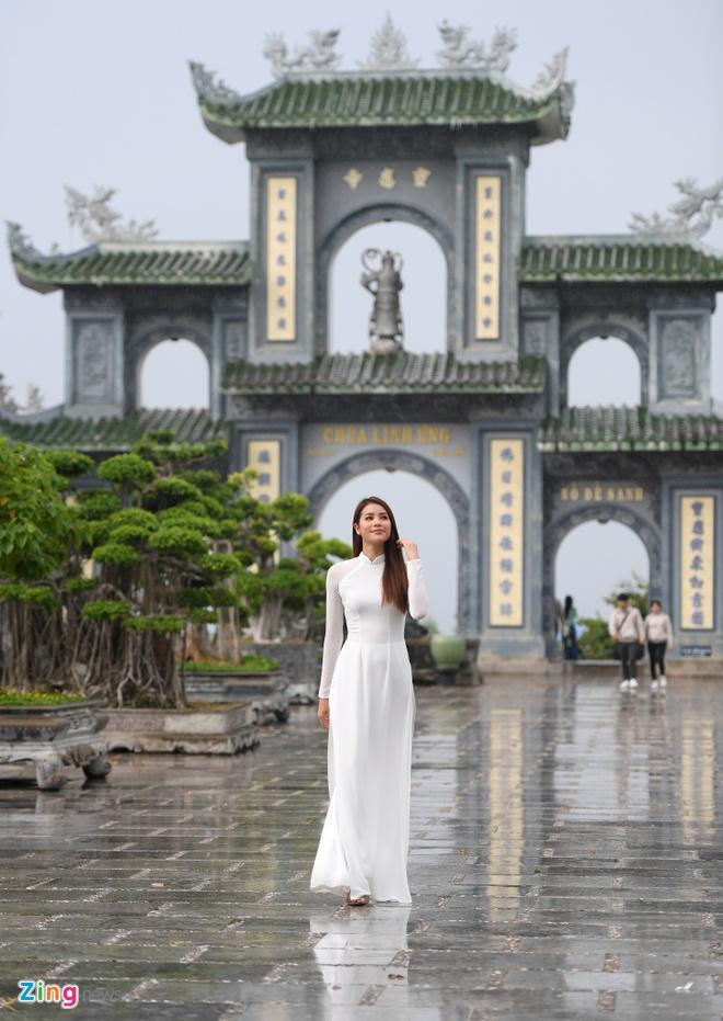 Hoa hau Pham Huong quay clip quang ba du lich Da Nang chieu dip APEC hinh anh 1