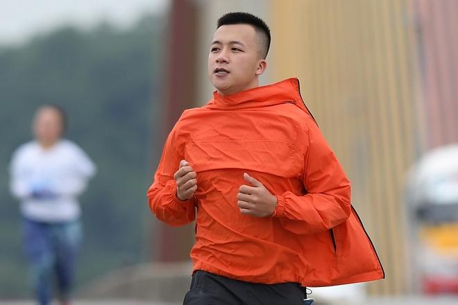 Hon 1.200 nguoi doi gia ret chay marathon quanh Ha Long hinh anh