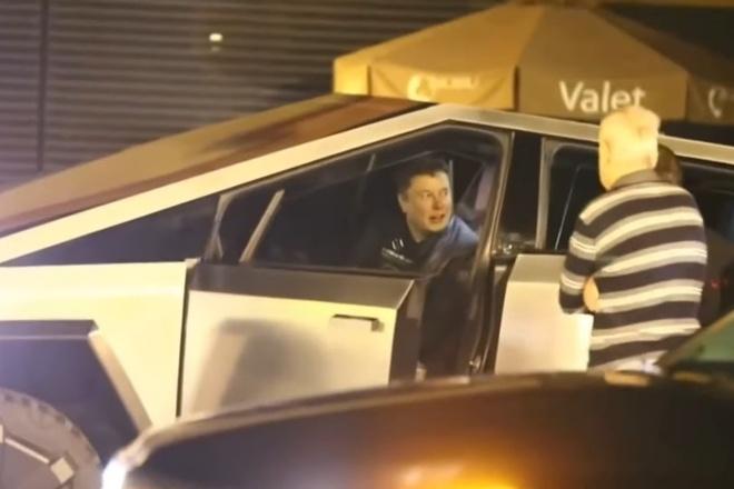 Elon Musk cam lai Tesla Cybertruck di an toi hinh anh