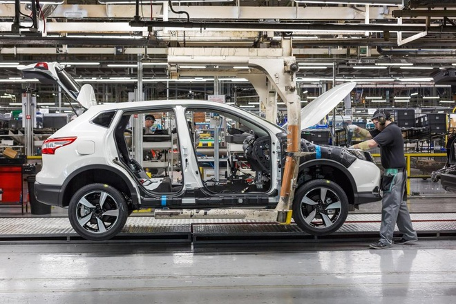 Nganh oto Anh lao doc vi Brexit hinh anh 1 nissan_qashqai_being_built_on_nmuk_line_1_with_an_operator.jpg