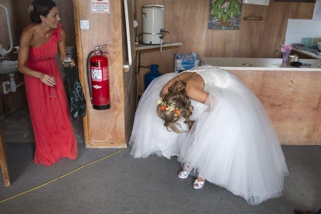 Say xin, chay vay, co dau nga sap mat trong nhung dam cuoi o Anh hinh anh 5 http_cdn.cnn.com_cnnnext_dam_assets_190702152132_alternative_wedding_photos_5.jpg