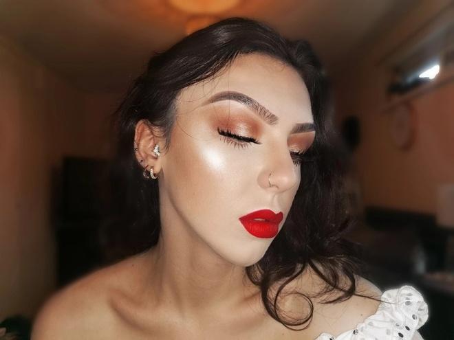 co gai nghien makeup anh 1