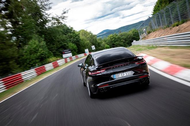 Porsche Panamera Turbo 2021 lap ky luc moi tai truong dua Nurburgring anh 6