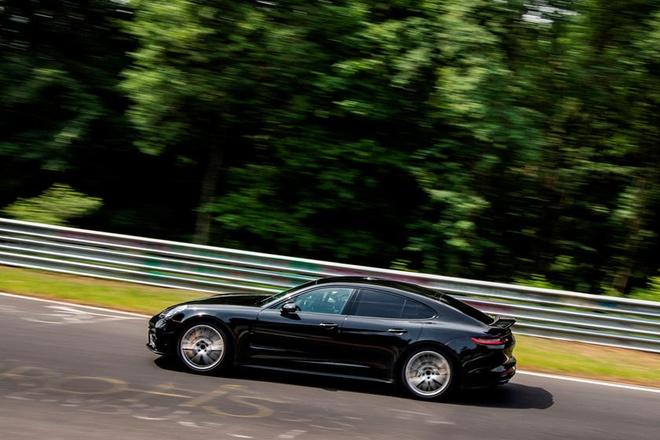 Porsche Panamera Turbo 2021 lap ky luc moi tai truong dua Nurburgring anh 4