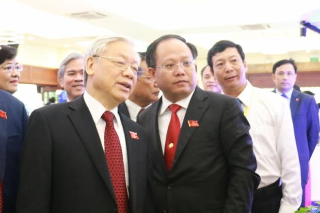 Ông Tất Thành Can, tân Phó bí thư Thành uỷ TP HCM và Tổng bí thư Nguyễn Phú Trọng. Ảnh: Q.Hiếu