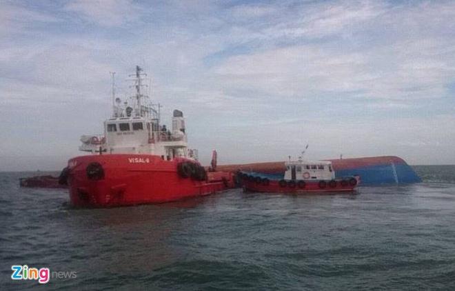Tim thay 2 thi the thuyen vien tren bien Can Gio hinh anh 2 Có hơn 11 tàu tham gia cứu hộ trong sáng nay. Ảnh: Trường Nguyên