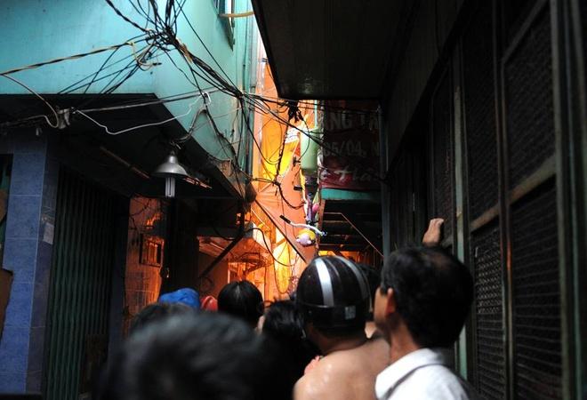 Chay lon o Sai Gon, hang tram nguoi thao chay hinh anh 8