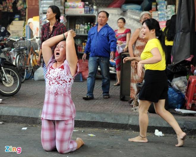 Chay lon o Sai Gon, hang tram nguoi thao chay hinh anh 10