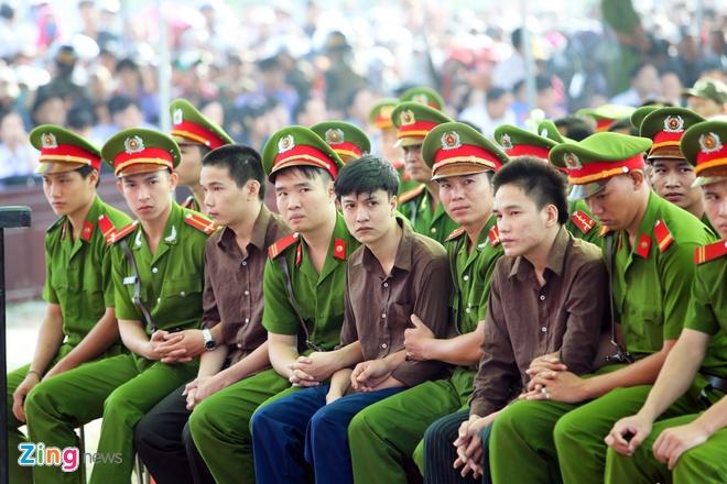 Nguoi nha gao khoc tai phien xu tham an Binh Phuoc hinh anh 4