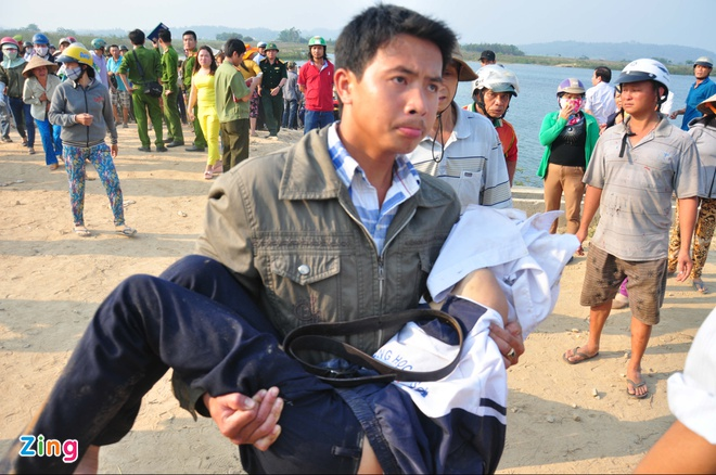 Tim thay thi the 9 hoc sinh chet duoi o Quang Ngai hinh anh 2