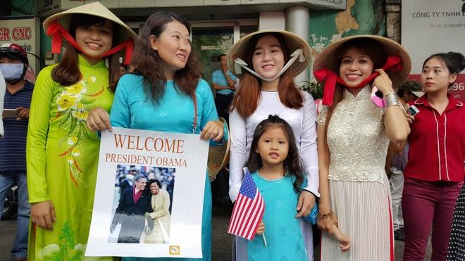 Hang tram ban tre Sai Gon xep hang tu sang som cho ong Obama hinh anh