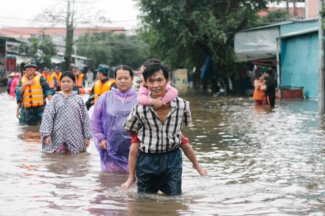 Long tot lan toa o Phu Quoc khi mua lu gay ngap hon 8.000 nha dan hinh anh 2 lòng tốt lan tỏa ở phú quốc khi mưa lũ gây ngập hơn 8.000 nhà dân Lòng tốt lan tỏa ở Phú Quốc khi mưa lũ gây ngập hơn 8.000 nhà dân 68811397 2843811352302771 4010826068016496640 o