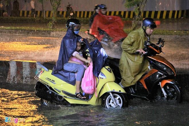 TP.HCM mưa giảm, 'lũ đẹp' giải cơn khát cho đồng bằng sông Cửu Long