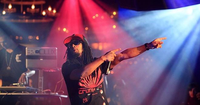 Vi sao rapper Lil Jon mang nhieu vang khi xuat canh Tan Son Nhat?