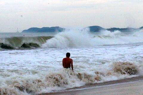 Cảnh báo sóng biển miền Trung và miền Nam cao đến 5 m