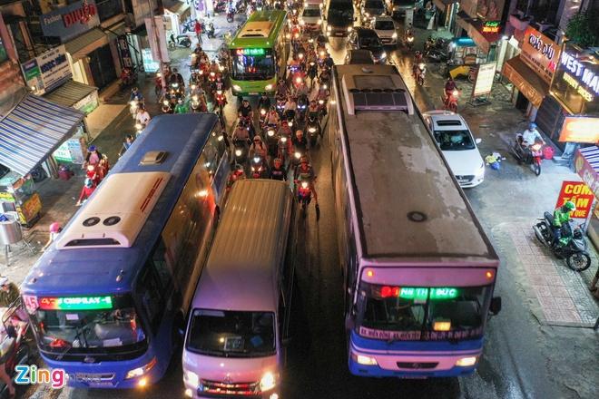 Bi no luong, tai xe xe buyt o TP.HCM dinh cong hinh anh 1 ket_xe_xo_viet_nghe_tinh_zing_7.jpg