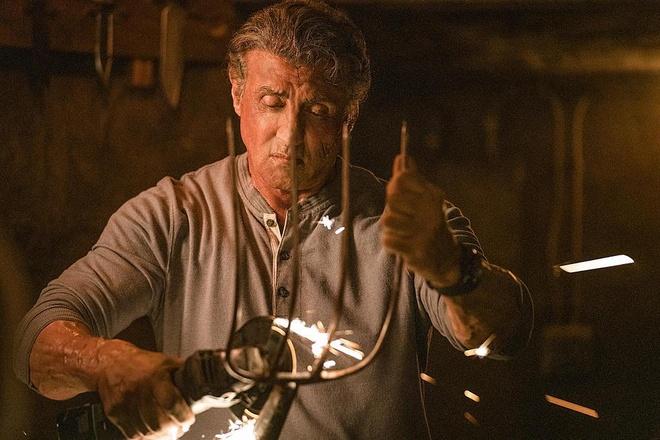 Trailer bo phim 'Rambo: Hoi ket dam mau' hinh anh