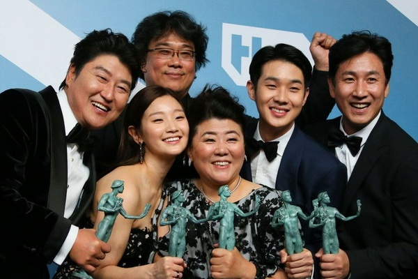 'Ky sinh trung' tiep tuc lap ky tich trong mua giai Oscar 2020 hinh anh 1 gettyimages_1194805445_0.jpg