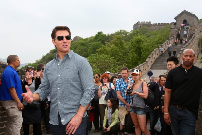 Cu dan mang Trung Quoc phan no vi tin gia Tom Cruise thiet mang hinh anh 1 Tom_Cruise_greeted_fans_Great_Wall_China.jpg