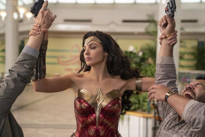 Bom tan sieu anh hung 'Wonder Woman 1984' hoan chieu toi thang 8 hinh anh 1 011.jpg