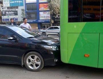 Xe bien xanh lan lan, huc duoi buyt nhanh BRT hinh anh 2