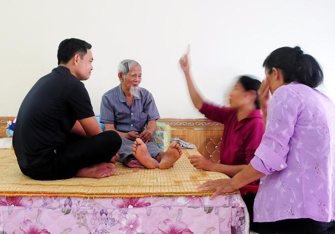 'Ong Chung Gan Nhu Ngay Nao Cung Vao Tham Khi Toi Nam Vien' Hinh